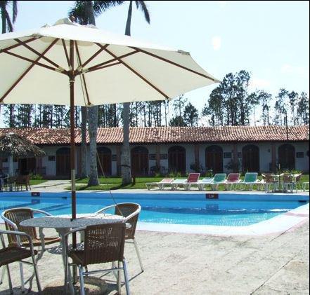 Accommodaties van de familiereis cuba hoogtepunten - Klein natuurlijk zwembad ...