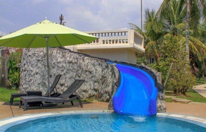 Accommodaties van de rondreis maleisisch borneo hoogtepunten - Houten strand zwembad ...