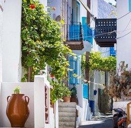 Sawadee: Tijdens deze rondreis over de Griekse eilanden maak je kennis met de hoofdstad Athene en vijf heel verschillende eilanden: Syros, Mykonos, Naxos, Santorini en Kreta. Al deze eilanden hebben hun eigen sfeer. Je overnacht in kleine familiehotels op loopafstand van de dorpspleinen waar het Griekse leven plaatsvind en kunt genieten eten van de heerlijke Griekse keuken.